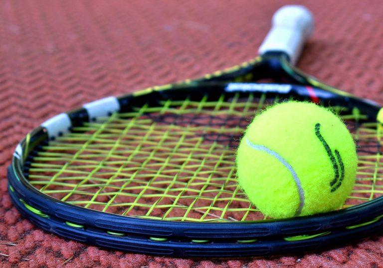 Come migliorare l'impugnatura della racchetta da tennis
