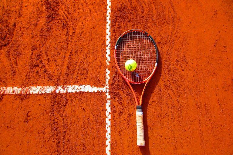 Come scegliere una racchetta da tennis: i consigli utili